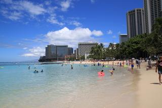ハワイ旅行 夏休み14泊16日大人二人子供一人でいくらでしょうか?
